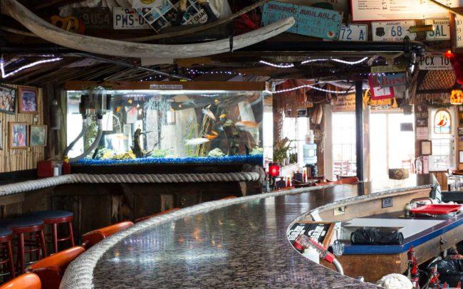 Flo's Clam Shack, seafood, restaurant, Rhode Island, seafood restaurant, bar